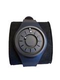 Braille horloge met rubberen band. Band en wijzerplaat  zijn zwart
